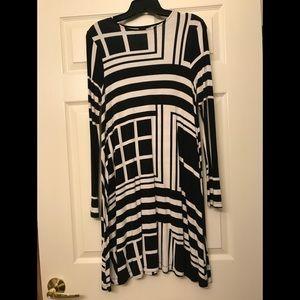 Dresses & Skirts - BLACK & WHITE GEOMETRIC PRINT TRAPEZE DRESS SIZE M